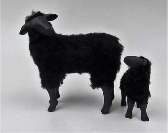 Doll House Scale Black Sheep With Independent Lamb