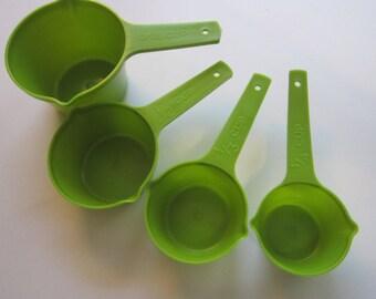 vintage Lustro Ware measuring cups - avocado green
