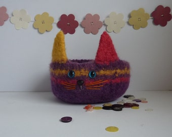 FELTED 'Fusspot' bowl .  ' Jazz ' , a colourful cat . Feline .Home decor.  UK seller ...ready to ship...