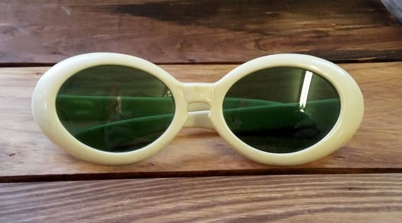 Vintage Sunglasses Oval Cream Frames w Green Glass Lens Pop Art 60's Mid Century Mod Fashion Accessory Kurt Cobain Glasses
