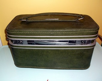 Vintage Green Samsonite Traincase Train Case Overnight Case Suitcase Luggage Olive Green Strap Handle