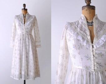 1970 Gunne Sax Dress. 70's boho dress. white. xs. 1970's peasant dress. floral. lace.