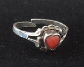 Vintage 835 silver adustable coral heart ring with decorative shoulders c.1940s