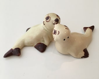 Antique Kissing Seal Salt and Pepper Shakers / Ceramic Seals / Collectible Salt and Pepper Shakers / Hand Painted Seal Figurines