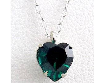 WELL'S Sterling Silver & Emerald Green Crystal MAY Birthstone Pendant Necklace - Old Stock