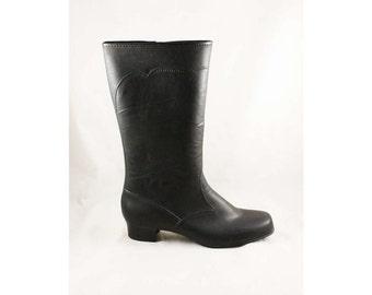 Size 10 Black Winter Boots - Unworn Authentic 1960s Deadstock - Waterproof Vinyl - Fleece Lined - 60s Trompe L'Oeil Faux Stitching - 47668-1
