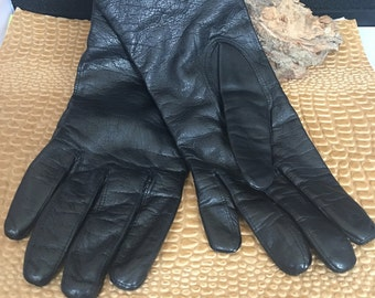 Franklin Simon woman's size 7 leather driving gloves.