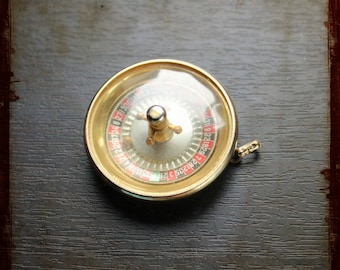 Vintage French Pendant with miniature roulette game - Vintage Jewelry pendant from France for repurposed projects