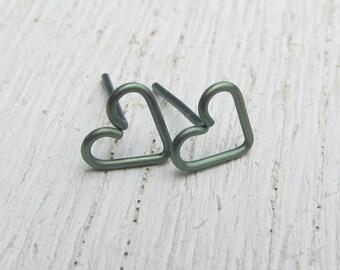 Green Titanium Stud Earrings / Anodized Titanium Earrings / Heart Earrings / Titanium Post Earrings / Small Studs / Hypoallerganic / 105293
