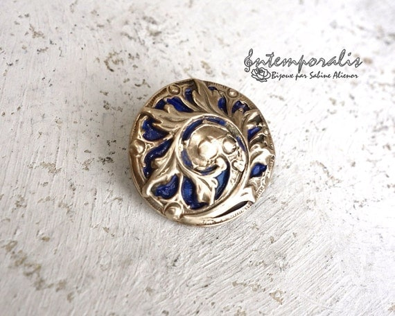 Gold bronze and dark blue resin brooch, OOAK, SABRO03