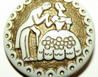 Excellent Vintage Plastic Buffed Button Courting Couple