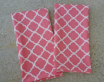 cloth dinner napkins- coral and white geometric