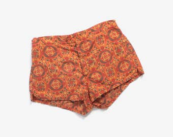 Vintage 60s SWIM TRUNKS / 1960s MEN'S Hawaiian Tribal Print Jantzen Shorts S - M
