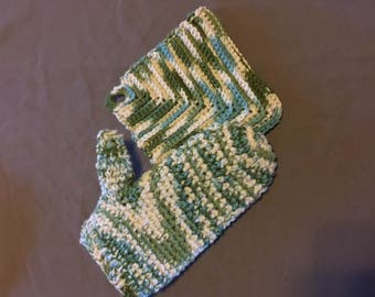 Hot Pad and Oven Mitts Set