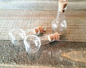 Glass Vial Pendants Small Glass Bottles Flask Bottles Tiny Glass Vials Rounded Flask Bottle Vials with Corks Corked Vials 3pcs