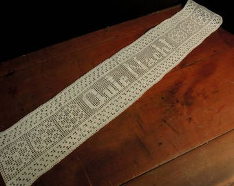 Vintage Crochet German Runner Dresser Scarf / Hand crocheted White Gute Nacht Doily / Holiday Table Runner / Vintage Wedding / Dresser Scarf