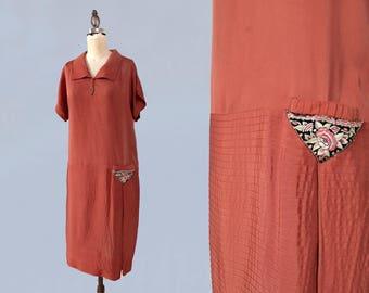 1920s Dress / 20s Day Dress / Triangle Hip Pocket! / L