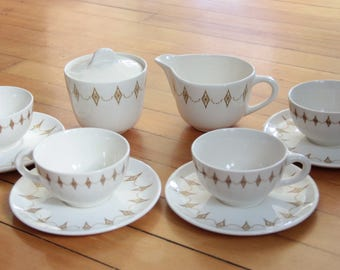 Mid Century Gold Diamonds Garland 4 Tea Cups, 4 Saucers, Creamer, Sugar Bowl with Lid, 10 Piece Set, Atomic, Starburst, Vintage