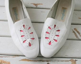 Vintage MAD MEN White Leather Pumps...size 9 women...pink. glam. heels. pumps. shoes. wedding. bride. mad men. white pumps. designer. heels