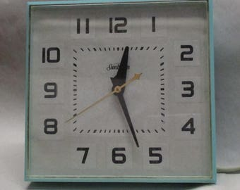 Mid Century Modern Sunbeam Aqua Electric Kitchen Clock