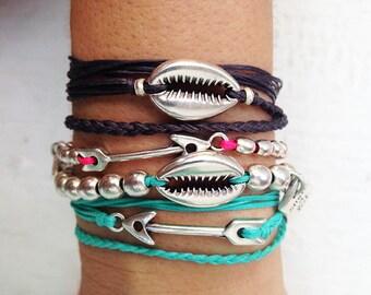 The sea shell metal beaded bracelet