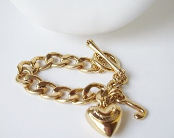 Vintage Chunky Juicy Couture Gold Tone Link Puffy Heart Charm Toggle Bracelet