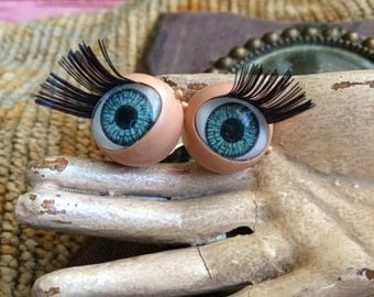 This Vintage Doll Eyes Have Lashes For Days