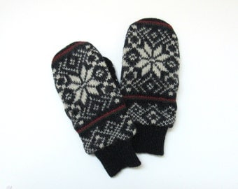 Mens Wool Mittens Fleece Lined Navy and Cream Nordic Snowflake Fair Isle Felted Wool Sweater Mittens