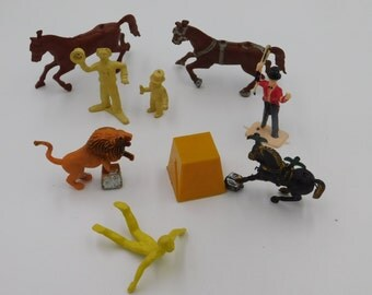 Various Vintage Plastic Toy Circus People and Horses Marx?  Box Q