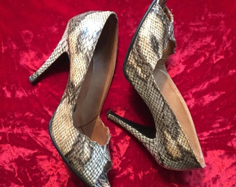 Vintage 70s snakeskin stilettos high heel shoes Pumps