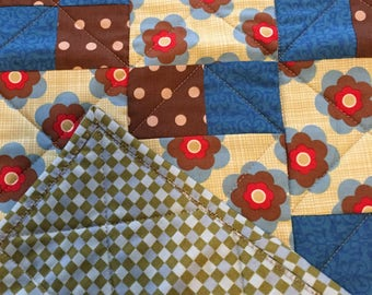 Mod Table Runner with 2-Matching Placemats