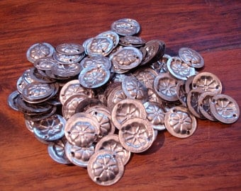 100  x shiny tarnished silver round metal discs with two holes