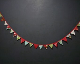 Christmas Mini Banner---31 Pennants---Over 6 feet long---Free Shipping---Ready To Ship