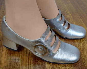 Vintage 1960's RARE ReTrO Go Go SpAcE AgE ULtRa MoD SILVER HiPPiE Mary Janes Shoes Size 7 7.5 37