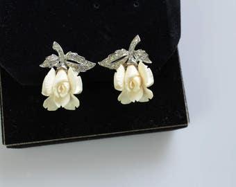 Fabulous Singed BOUCHER 7833 White rose   Earrings clip on #923