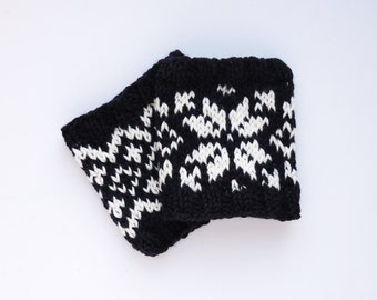 Wrist Warmers // Selbu Style in Black and White
