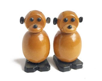 monkey salt and pepper shakers, wooden s&p, figural shakers, set animal salt and pepper, retro kitchen seasoning