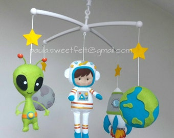 Astronaut cribmobile / nursery decor/ babyroomdecor/ alien / rocket / planet Earth / moon / astronaut / space mobile / baby musical mobile/