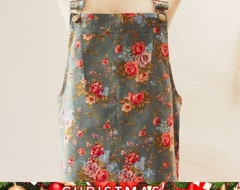 Christmas SALE Skirtall, Floral Skirtall, Green with Rose Overall, Apron Overall skirtall, Vintage Inspired, XS-XL