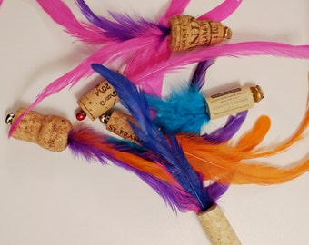 CAT TOY - Multi Feather Wine Cork Flyer - Cat Toy FLYER - Wine Cork Pet Toy - Pet Gift - Stocking Stuffer - Gift for Pet - Cat Gift -for cat