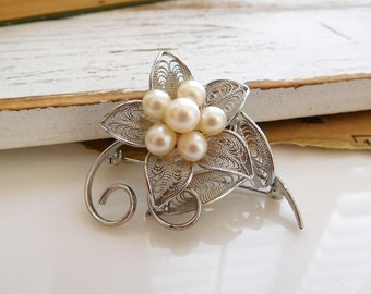 Vintage Silver Tone Filigree Cream Glass Pearl Cluster Flower Brooch Pin KK9