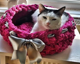 Pink wool pet bed