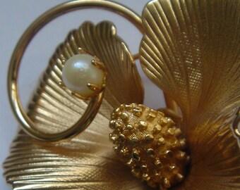 vintage Gold Flower + Pearl Brooch