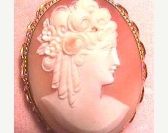 15% DISCOUNT Cameo Brooch Profile with Sausage Curls   Item No: 11547