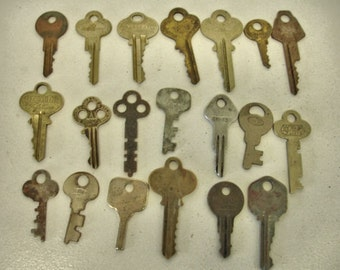 Vintage Lot of 20 Brass and Flat Rustic Keys Crafts Keys Steampunk Altered art Mix Media Lot no.3