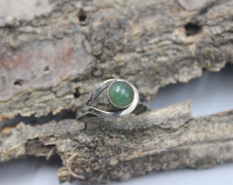 Mexican Modernist Sterling Silver Ring Green Stone Vintage Size 8.5 or 8 1/2