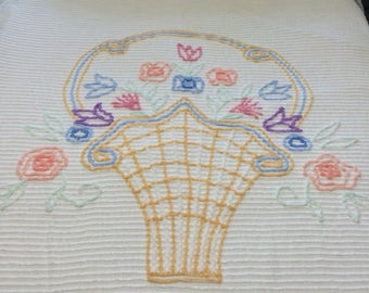 Vintage White Floral Chenille Bedspread / Chenille Spread / Vintage Chenille / Floral Chenille Bedspread / Flower Basket Chenille Spread