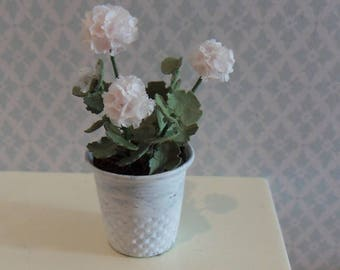White geranium to your dollhouse