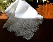 Mouchoir de mariage blanc Vintage, dentelle filet, bords festonnés 3451