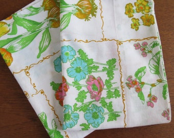 "Vintage Pillowcase Pair - Framed Flowers by Cannon Monticello - 29"" x 20"" No Iron Muslin"